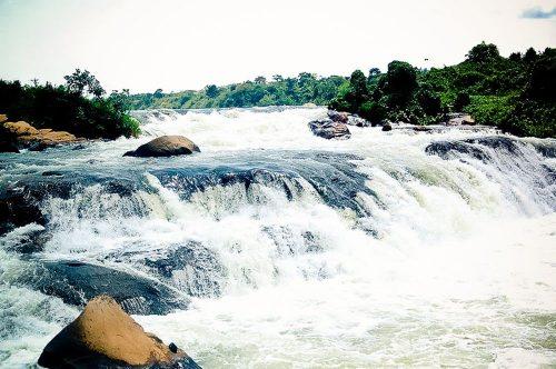 Imagen de las cataratas de Bujagali antes de la construcción de la central hidroeléctrica.