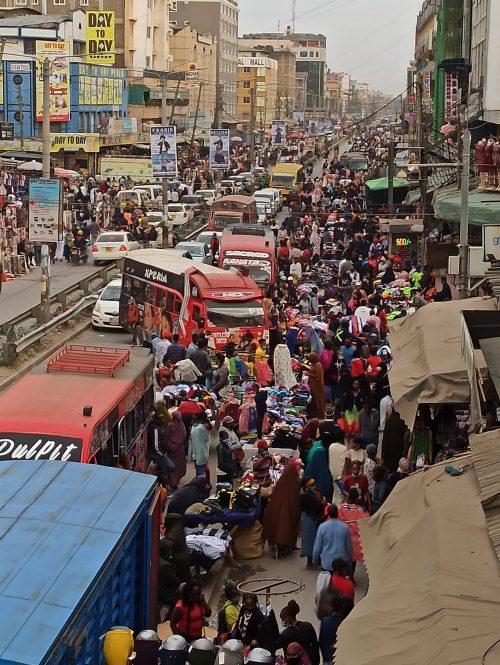 Juja road es un hervidero de comerciantes y compradores. Fotografía del autor del artículo, Jordi Rovira.
