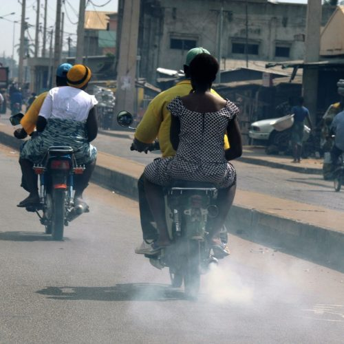 Las moto-taxis se denominan piki - piki  en kenia.